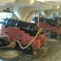 Foto tirada no(a) USS Constitution por Lexie J. em 5/26/2012