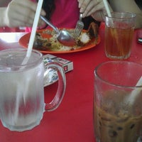 Photo taken at Restoran Warisan Maju by Shu Qi on 1/4/2012