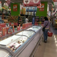 1/14/2012 tarihinde Felipe A.ziyaretçi tarafından Estacionamiento Supermercado La Fama'de çekilen fotoğraf