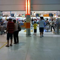 Foto tirada no(a) Supermercado Angeloni por Pedro V. em 3/31/2012