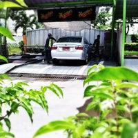 Photo taken at Meguiar Car Wash รังสิตภิรมย์ by Bizkit B. on 6/15/2012