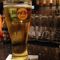 Photo taken at Hard Rock Cafe by doronko on 3/18/2012