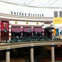 Photo taken at Gordon Biersch Brewery Restaurant by Røbert A. on 4/16/2011
