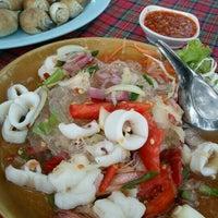 Photo taken at Mae Klong Seafood by Jaa Tidarat C. on 9/18/2011