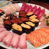 Foto tomada en Sushi Sake por Vvv L. el 5/19/2012
