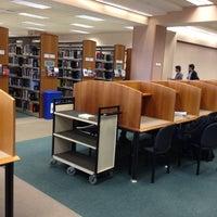 Foto diambil di West Campus Library (WCL) oleh Madhu M. pada 10/31/2011