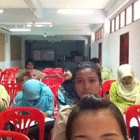 Photo taken at ห้องประชุม โรงเรียนบ้านโต by กุลนิษฐ์ ป. on 5/30/2012