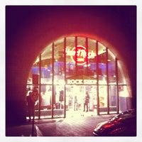 Das Foto wurde bei Hard Rock Cafe von Johny M. am 11/6/2011 aufgenommen