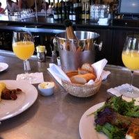 7/29/2012 tarihinde Andy T.ziyaretçi tarafından Coquette Brasserie'de çekilen fotoğraf