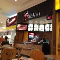 Foto tirada no(a) It's Grill Express por Sergio T. em 5/8/2012
