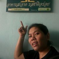 Photo taken at ก๋วยเตี๋ยวลุงเมือง by Thaweeporn K. on 11/4/2011