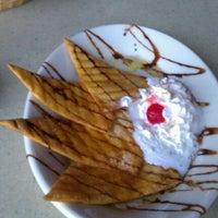 Foto tomada en La Parrilla Mexican Restaurant por Yolee B. el 10/23/2011