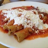 Снимок сделан в Helen's Waffles пользователем Jose Juan V. 12/13/2011