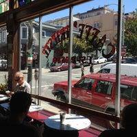 Das Foto wurde bei Caffe Trieste von Joel G. am 7/11/2012 aufgenommen