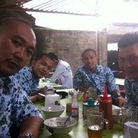 Photo taken at Pondok Bakso Batan Indah by Harry A. on 3/19/2012