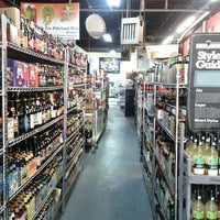 Photo prise au New Beer Distributors par Laurent R. le4/20/2012