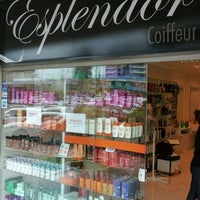 Photo taken at Esplendor Coiffeur by Leonardo F. on 3/14/2012