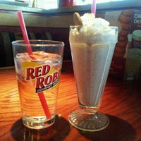 Photo taken at Red Robin Gourmet Burgers by Jessica J. on 11/11/2011