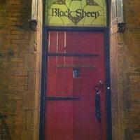 Das Foto wurde bei The Black Sheep Pub & Restaurant von Johnny T. am 6/27/2011 aufgenommen