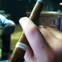 รูปภาพถ่ายที่ Signature Cigars โดย Michael W. เมื่อ 4/12/2012