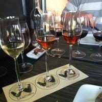 รูปภาพถ่ายที่ Willi's Wine Bar โดย Errol R. เมื่อ 6/19/2012