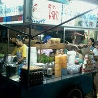Photo taken at ร้านแม่ตุ่ม ไวไว+โจ๊ก (มาม่าโรงโป๊ะ) by So CooL Z. on 10/25/2011