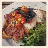 Снимок сделан в Juniors Deli Cafe пользователем Angeline B. 8/12/2012