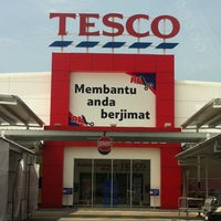 Photo taken at Tesco by Razmi M. on 10/18/2011
