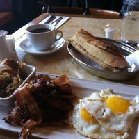 Photo taken at Le Valois by Nesrine O. on 3/25/2012
