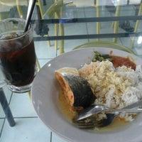 Photo taken at Pondok Makan Asem-Asem by Yudi K. on 11/19/2011
