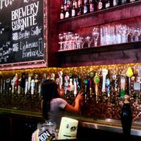 Photo taken at Flying Saucer Draught Emporium by Laney B. on 7/25/2011