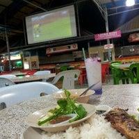 Photo taken at Maza Jungle Food Court by Nidzam D. on 9/13/2011