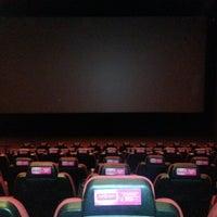 รูปภาพถ่ายที่ Cinemaximum โดย Hüseyin C. เมื่อ 8/8/2012