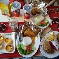 Photo taken at KFC by Mi C. on 8/5/2012