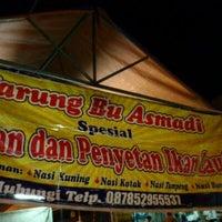Photo taken at Penyetan Bu Asmadi by David T. on 10/4/2011