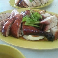 Photo taken at Restoran Poh Kee Chicken Rice by Adrian C. on 9/5/2011