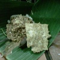 Photo taken at Depot Nasi Pecel Mirasa Bu Wo by Ario W. on 9/2/2011