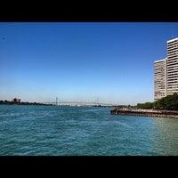 Das Foto wurde bei Detroit RiverWalk von Melissa L. am 8/7/2012 aufgenommen