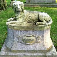 Das Foto wurde bei Mount Auburn Cemetery von Shen G. am 6/26/2011 aufgenommen