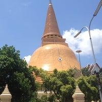 Photo taken at Wat Phra Pathom Chedi by THe pAR S. on 4/13/2012