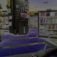 Photo taken at Livraria Leitura by Leandro B. on 9/16/2011