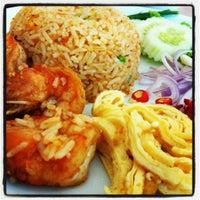 Снимок сделан в Jantanee Restaurant пользователем Kethie K. 5/29/2012