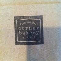 Photo prise au Corner Bakery Cafe par Lester D. le6/23/2012