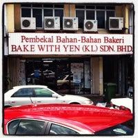 Photo taken at Bake With Yen by Hafiz Putra on 1/4/2012