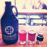 Foto tomada en Monkish Brewing Co. por Alex W. el 7/29/2012