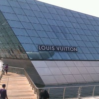 Photo taken at Louis Vuitton Island Maison by icebat on 9/24/2011