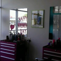 Photo prise au Bang Hair Salon par Maggie G. le2/16/2012