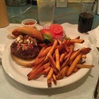 Das Foto wurde bei Cowbell von Judy H. am 1/7/2012 aufgenommen