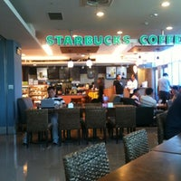 Photo taken at 星巴克 Starbucks by Swaggy on 7/20/2012