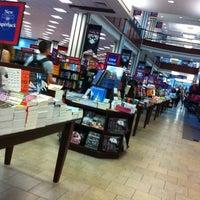 Photo taken at Penn Bookstore by Han on 9/4/2012